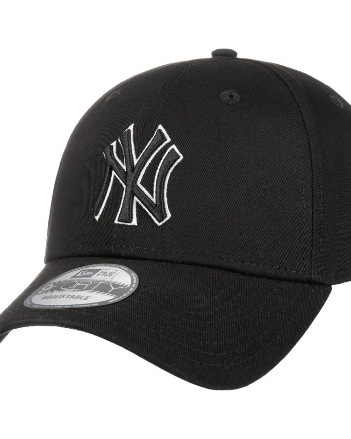 9Forty-Snap-Black-Base-Yankees-Cap-by-New-Era-black.58466_rf4-720x900.jpg